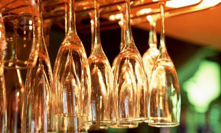 Kieliszki do wina: kryształ czy szkło?